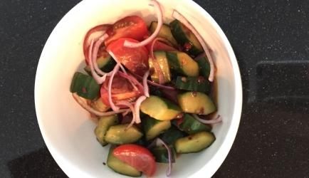Oosterse dressing voor komkommer- &; tomatensalade recept ...