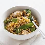Kippensoep met groenten, maïs en croutons recept