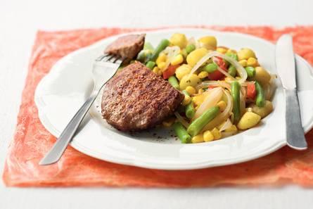 Pikante steak du boeuf met groenteroerbak