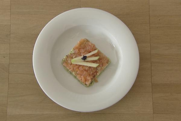 Zalmtartaar met avocado, kaviaar en zure appel