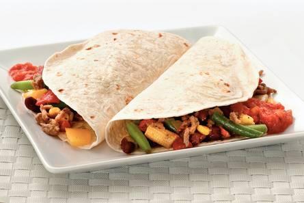 Snelle tortilla's met gehakt en tacosaus