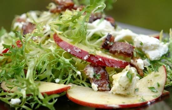 Salade met geitenkaas, appel en honingdressing recept