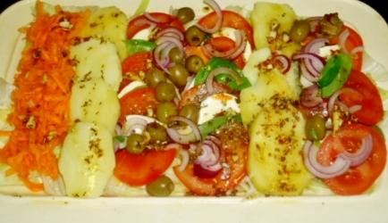 Italiaanse salade van tomaat, mozzarella en kruiden