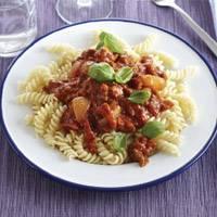 Fusili met kruidige gehakt-tomatensaus recept
