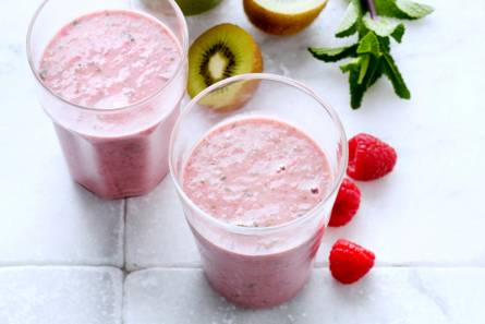 Smoothie met havermout, framboos en munt