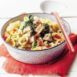 Tagliatelle met spinazie-zalmsaus recept