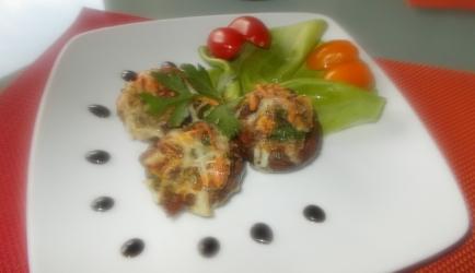 Italiaanse gevulde champignons met gedroogde tomaatjes en kaas