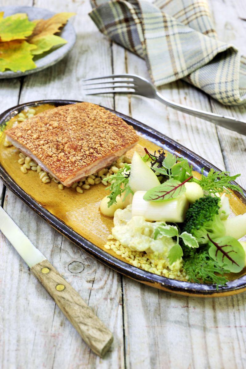 Recept 'gebakken buikspek met een slaatje van gekarameliseerde ...
