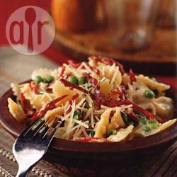 Romige farfalle met doperwten en zongedroogde tomaten recept ...