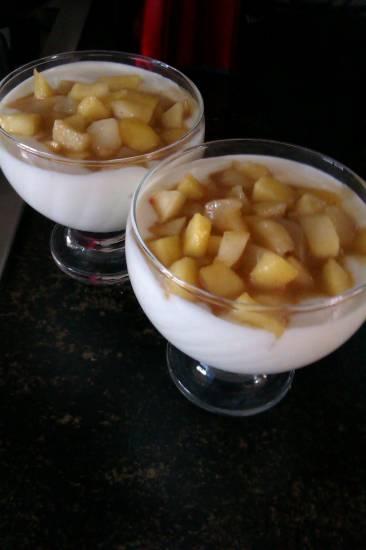 Honing hangop met gekarmeliseerde appeltjes recept
