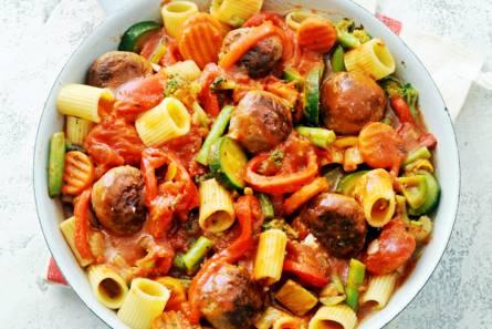 Rigatoni met gehaktballetjes en rijkgevulde groentesaus