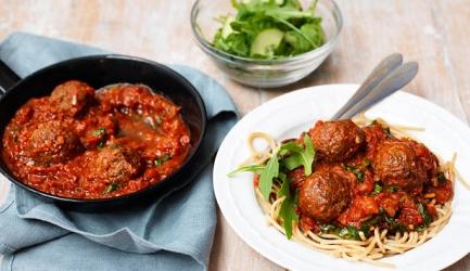 Spaghetti integrale met gehaktballetjes en pittige tomatensa recept ...