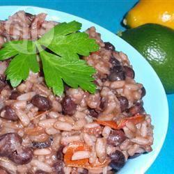 Zilvervliesrijst-pilaf met tomaten en zwarte bonen recept