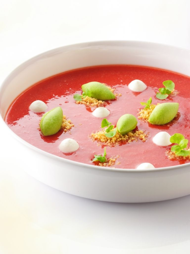 Recept 'soepje van aardbeien met basilicumijs'