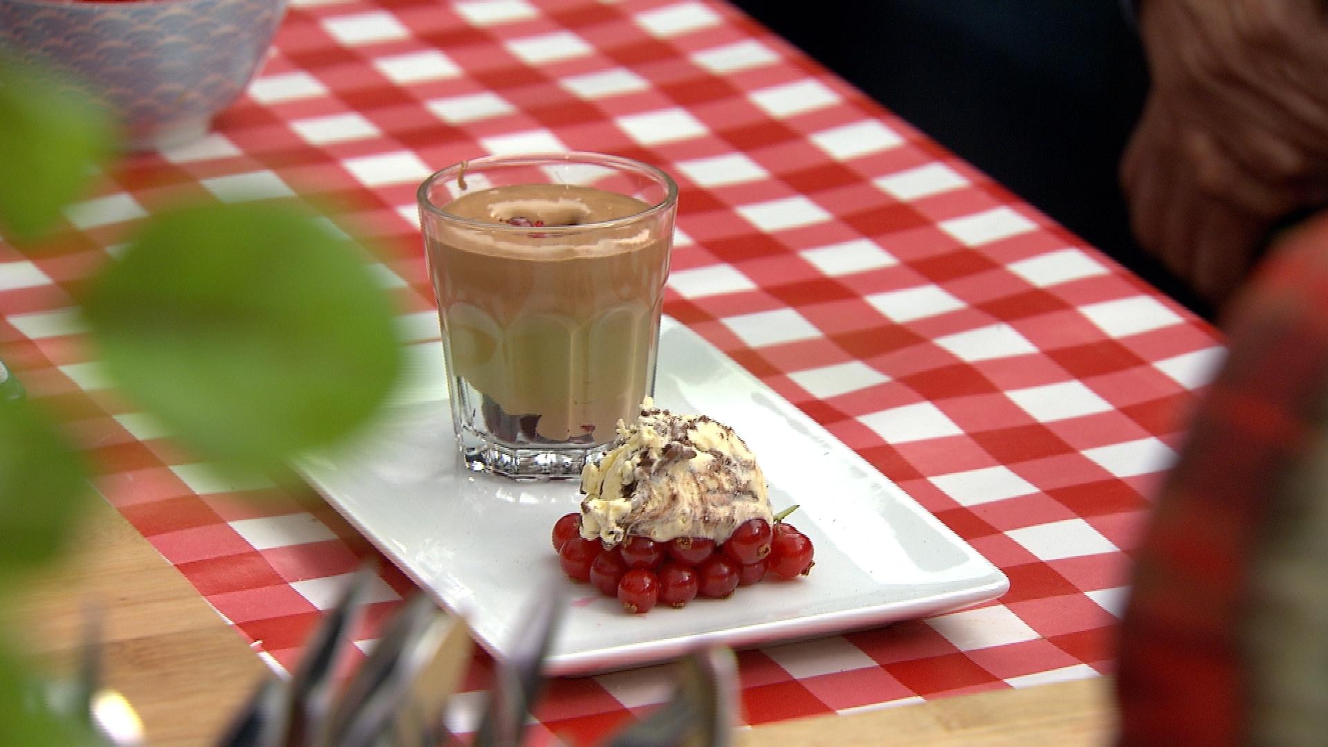 Chocolademousse met rode besjes