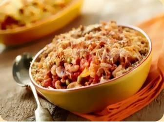 Macaroni uit de oven met gehakt, erwtjes, gele paprika en ch ...