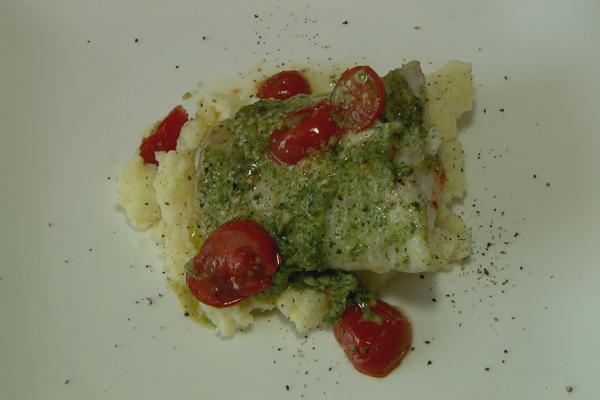 Kabeljauw met groene pesto en kerstomaatjes