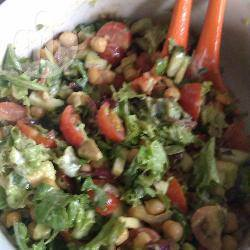 Salade met kruidige kikkererwten recept