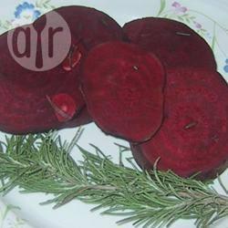 Gegrilde bieten in rozemarijn-azijn recept