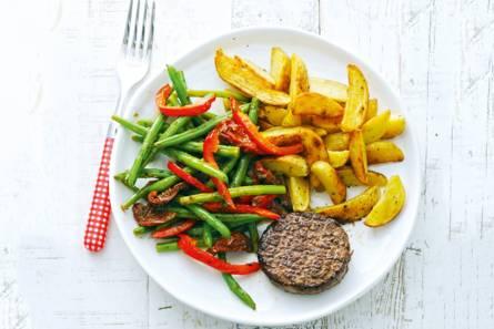 Steak tartaar met gebakken aardappel en sperziebonen