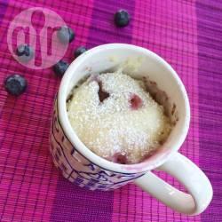 Mug cake met blauwe bessen recept