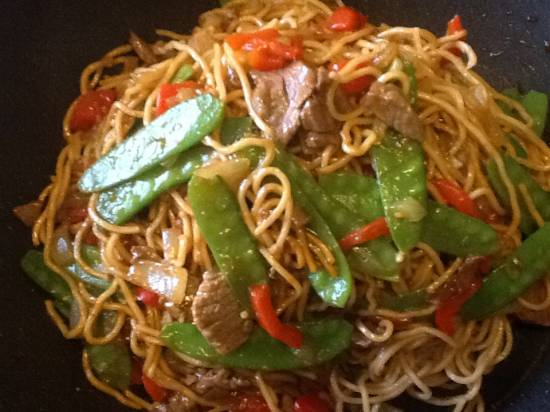 Chinese mie met reepjes biefstuk en groenten recept