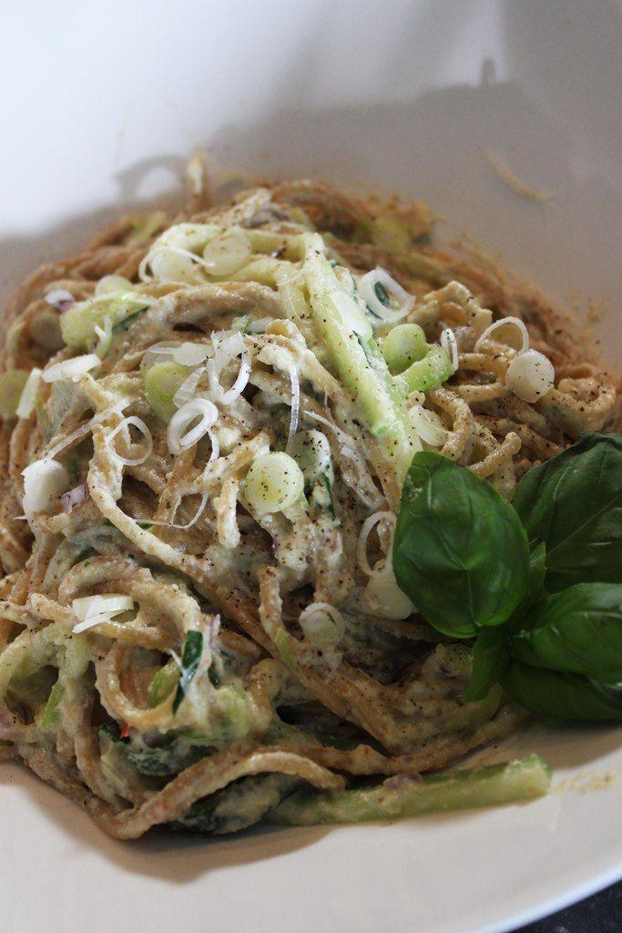 Recept 'pasta met courgette en crème van cashewnoten'