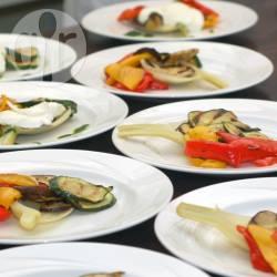 Voorgerecht van gegrilde groenten en mozzarella recept