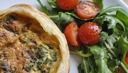 Hartige taart (quiche) met brie, broccoli en cashewnoten recept ...