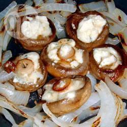 Gevulde champignons met gorgonzola en geroosterde ui recept ...