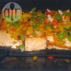 Gebakken zalm met gesauteerde paprika recept
