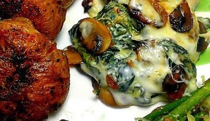 Gesmoorde kip met spinazie en champignons recept