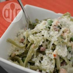 Romige pasta met spekjes en doperwten recept