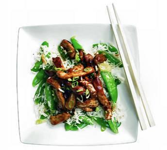 Chinese roerbakrijst met sugarsnaps en knoflook recept ...
