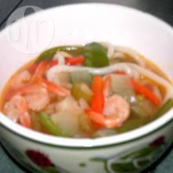 Oosterse noedelsoep met garnalen recept