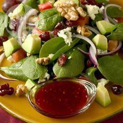 Spinaziesalade met gorgonzola en cranberry en een frambozen ...