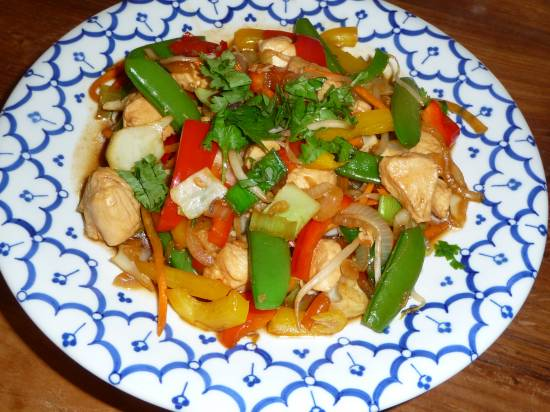 Gewokte thaise kip met sugar-snaps. recept