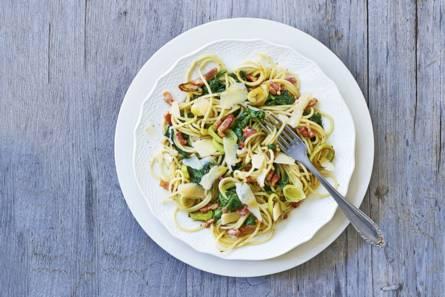 Pasta pesto met spekjes en spinazie