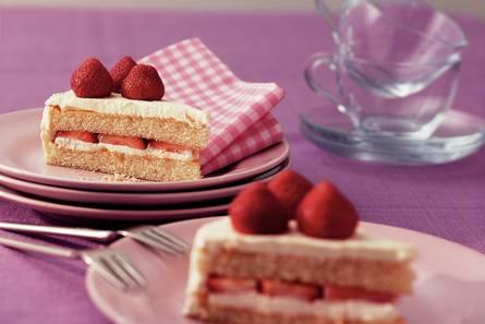 Yoghurtroomtaart met limoen en aardbeien