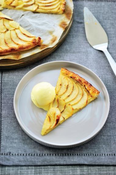 Recept 'appeltaart met vanille-ijs en slagroom'