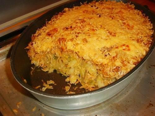 Hongaarse ovenschotel van groene kool met gehakt en rijst ...