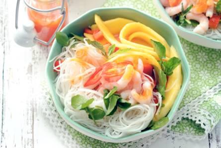 Noedels met ijsgarnalen en mango