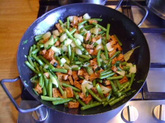 Vegetarische pikante wokschotel met rijst recept