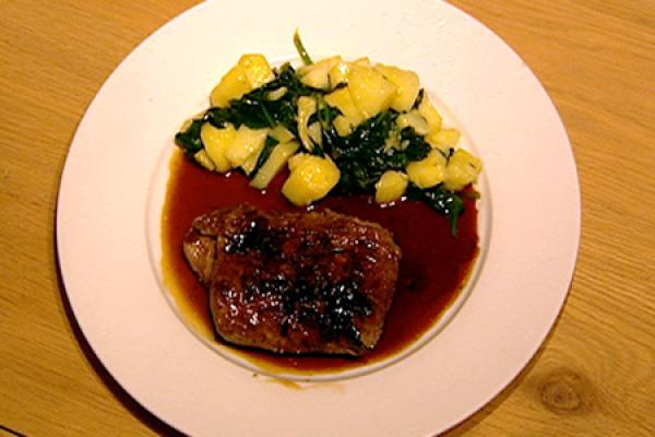 Carré d'agneau met teriyakisaus met aardappen en spinaziewok ...