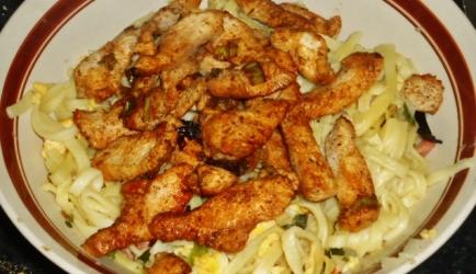 Oosterse kipfilet met bami recept