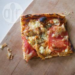 Pizza met gerookte zalm en blauwe kaas recept