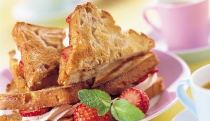 Suikerbrood-sandwiches met kaneelroom recept