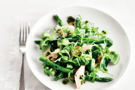 Salade met forel & ansjovisdressing