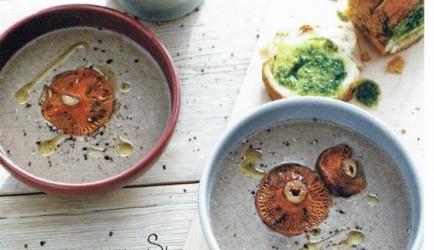 Paddenstoelensoep met knoflookbrood recept