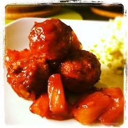 Vegetarische balletjes met ketchup-ananassaus recept